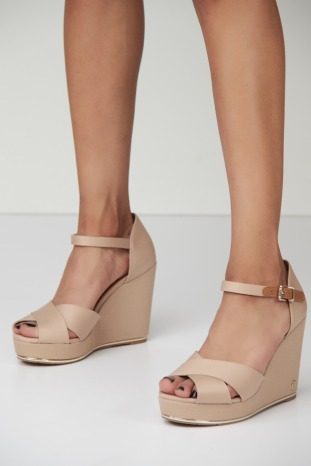 FEMENINE WEDGE SANDAL